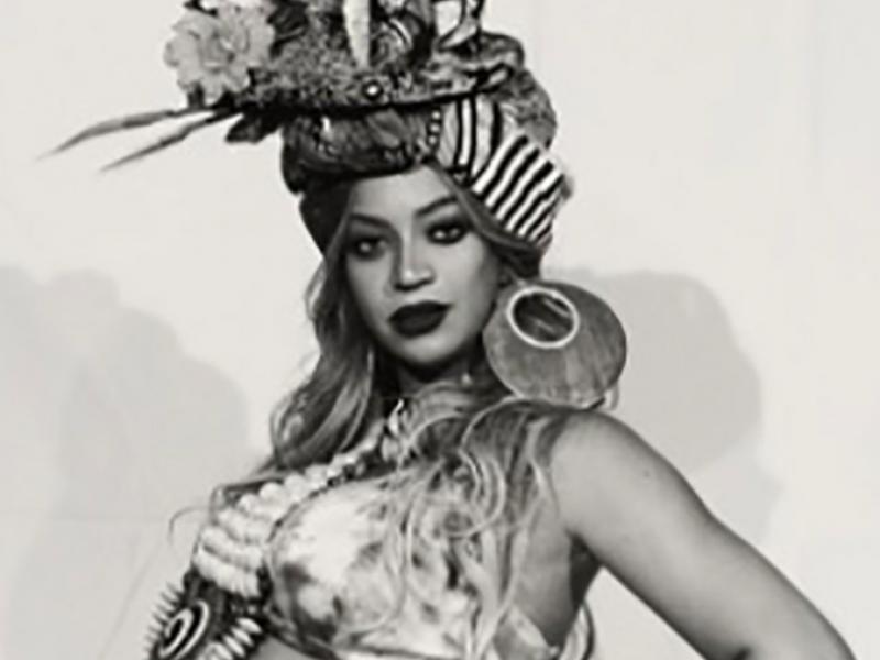 Beyonce jest w kolejnej ciąży? Bey na koncertach wykonywała podejrzane gesty…