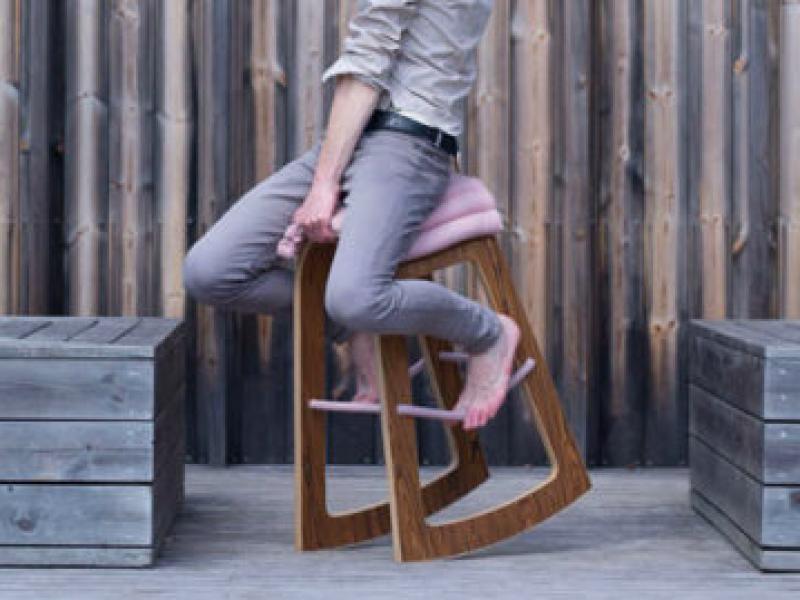Siedzisz dużo przy kompie? To SIĘ BUJAJ! Dizajnerzy wymyślili nowy sposób pracy przed monitorem.