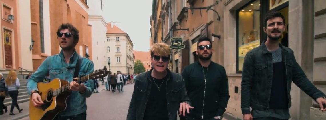 Zespół Kodaline nagrał teledysk na ulicach Warszawy! Zobacz, jak Irlandczyków zainspirowała stolica!
