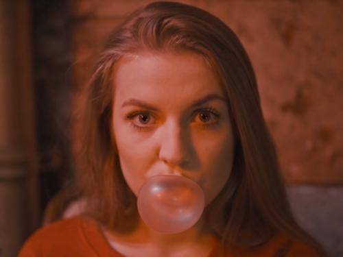 Bitamina serwuje Tacosy i Pornosy w nowym klipie z pięknymi dziewczętami.