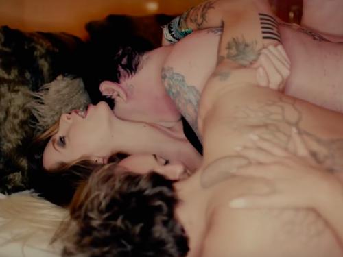 Johnny Depp i Marilyn Manson w miłosnym czworokącie? Klip Kill4Me to niezła perwera!