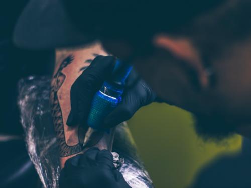 5 najlepszych tatuażystów, do których warto już teraz umówić się na 2018 rok.