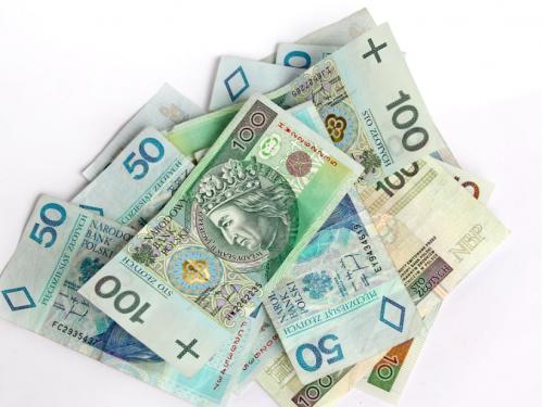 Ile zarabiają polscy raperzy? Youtuber zajrzał hip-hopowcom do portfeli.