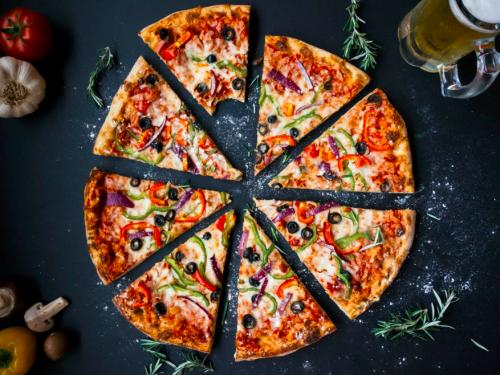 Dziś Międzynarodowy Dzień Pizzy! Gdzie świętować? W najlepszych pizzeriach w Poznaniu! TOP 5