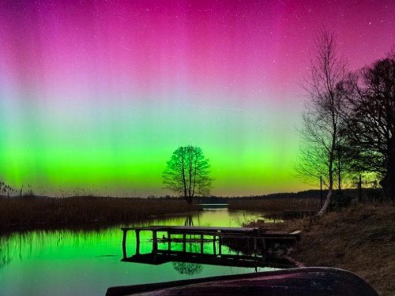 Polska zorza piękniejsza, niż na Islandii? Te zdjęcia zostały zrobione… na Mazurach!