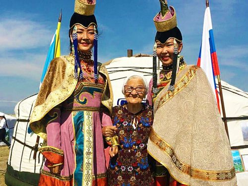 91-letnia babcia wciąż podróżuje po świecie. I to sama!