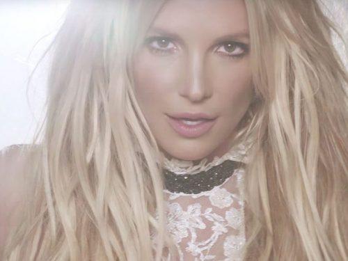 Polacy piszą bardzo dziwne komentarze na fejsie Britney Spears