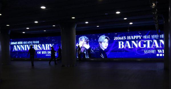 Fani BTS wykupili olbrzymie ekrany w centrum Warszawy
