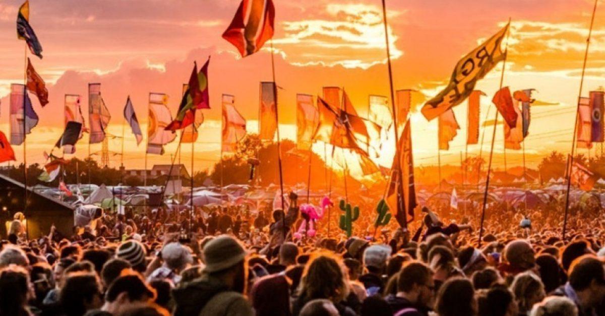 Organizatorzy Glastonbury stworzyli playlisty z artystami, którzy mieli wystąpić na tegorocznej edycji