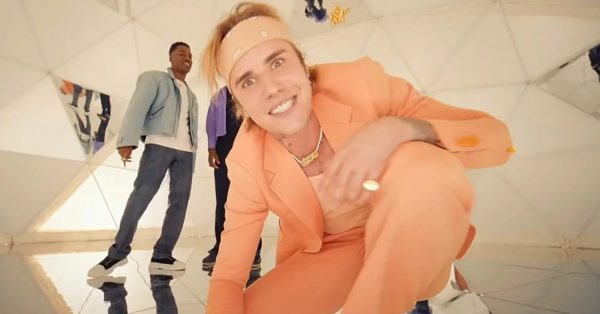 "Justin Bieber wprowadzi na rynek własne skręty. Komu bucha ""Peaches""?"