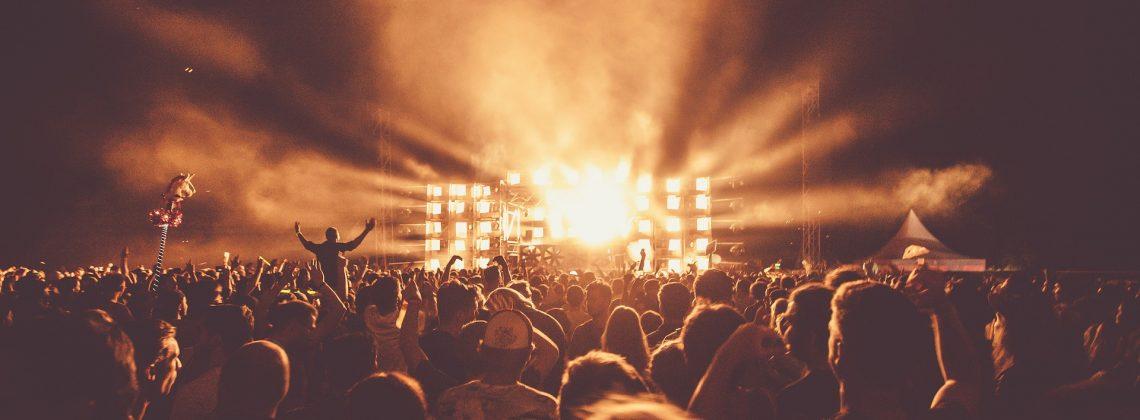 Katastrofa na festiwalu w Hiszpanii! Zawaliła się platforma, na której bawiło się… 300 osób!