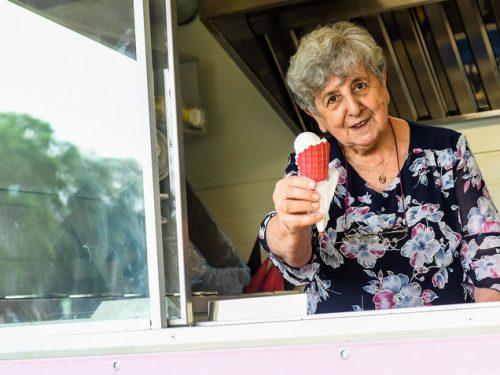 79 letnia babcia założyła swój słodki interes: Lody u Babci Lucyny!