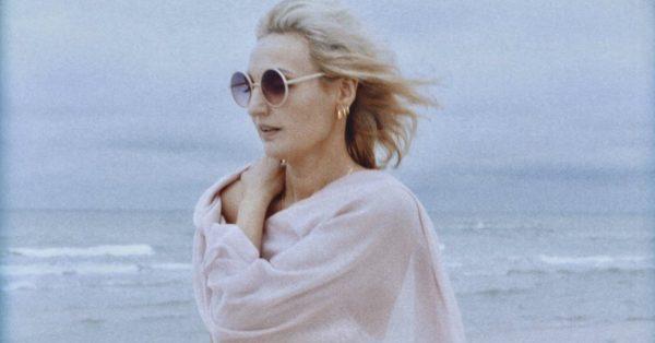 "Reni Jusis zapowiada nowy album singlem ""Voyage Voyage"""