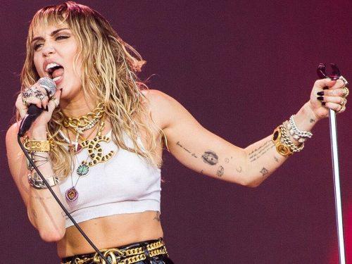 """Miley Cyrus niespodziewanie wydała nowy singiel """"Slide Away"""""""