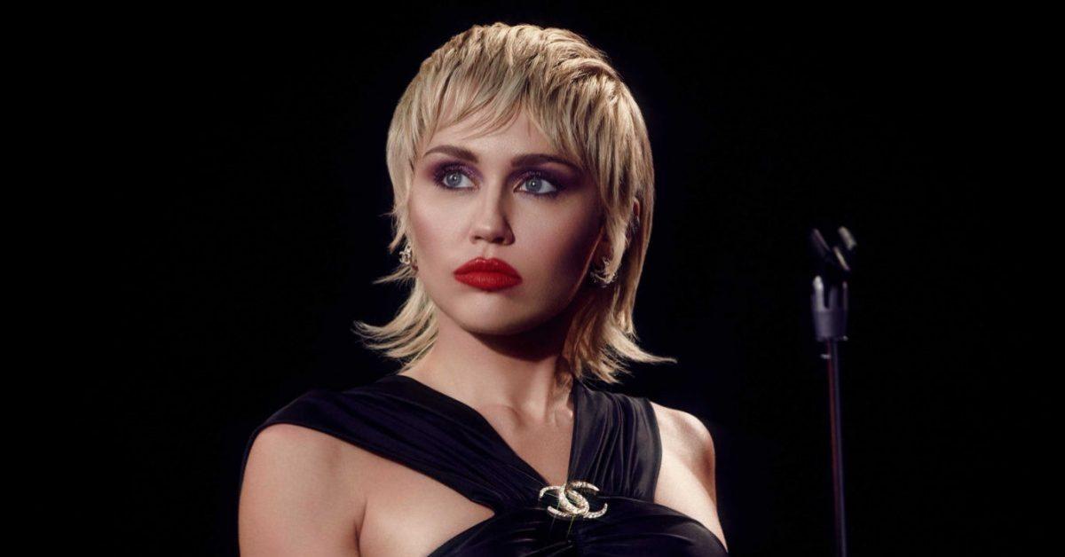 """Muzyczny miszmasz Miley Cyrus. Recenzja albumu """"Plastic Hearts"""""""