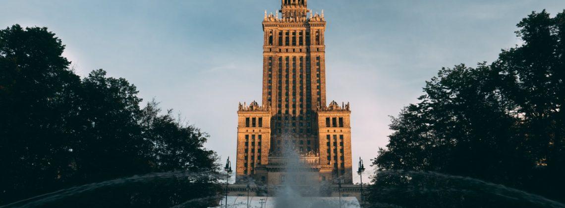 Warszawa wciąga! Ćpanie i imprezowanie w stolicy – czyli nowa książka Jasia Kapeli.