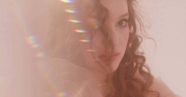sanah dzieli się tytułowym singlem z debiutanckiego albumu
