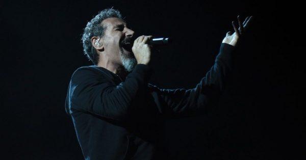 """Serj Tankian z SOAD zapowiada """"Truth to power"""" – film o sile przekazu muzyki"""