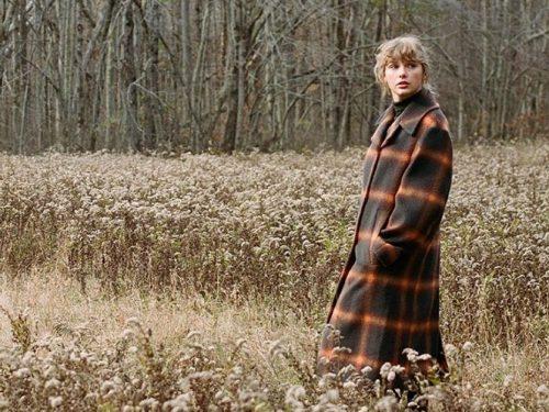 """Taylor Swift wydała rozszerzoną wersję albumu """"evermore"""". Znalazły się na niej dwa nowe utwory"""