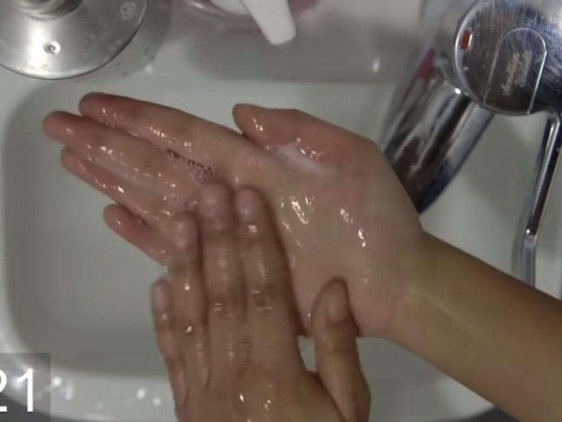 Foals w nowym teledysku uczą jak poprawnie myć ręce